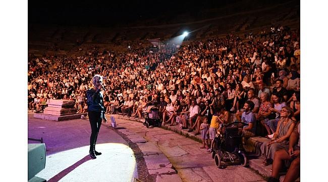 Manuş Baba'dan tarihi antik tiyatroda konser