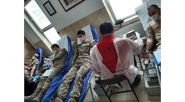 Göle ilçe Jandarmadan Kızılay'a kan bağışı